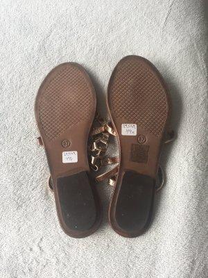 Neue Sandalen