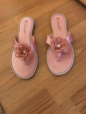 Neue Sandalen mit Perle & Strass
