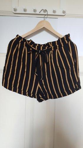 neue schicke kurze Hose