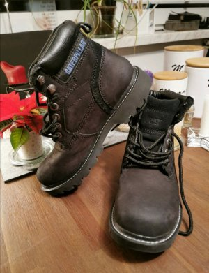Caterpillar Lace-up Boots black