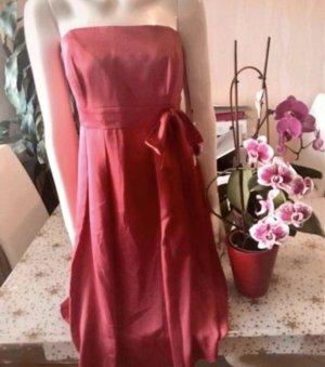 Angie Robe épaules nues rouge framboise