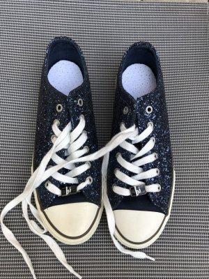Neue Schuhe mit Pailletten