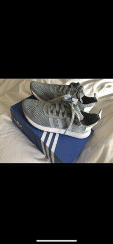 Neue Schuhe von Adidas