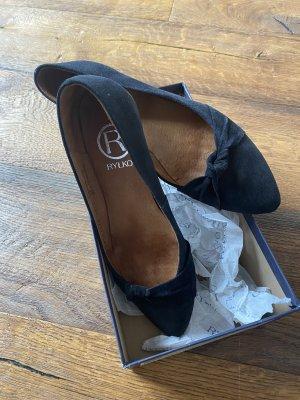 Neue Schuhe von Samt