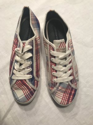 Neue Schuhe von Tommy Hilfiger