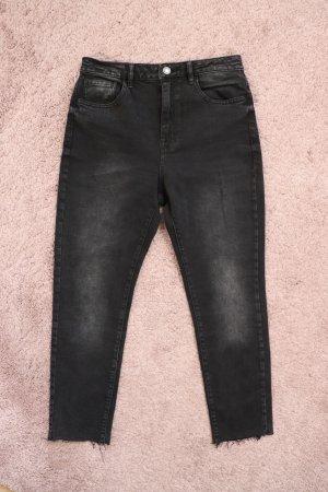 Neue schwarz graue Straight Jeans gerade geschnitten von Stradivarius Größe 38