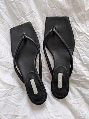 ARKET Flip-Flop Sandals black