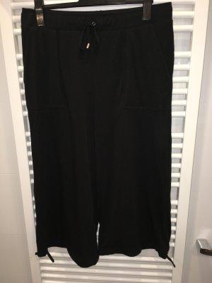Neue schwarze Hose