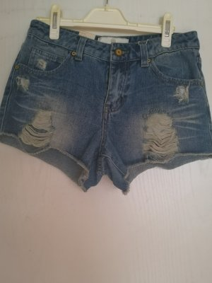 NEUE Shorts von Pieces