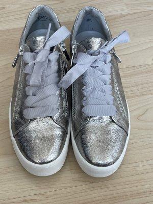 neue Sneaker in Metalloptik