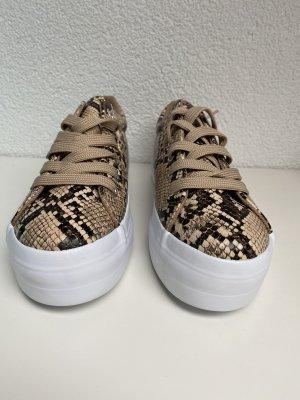 Neue Sneaker von Pieces