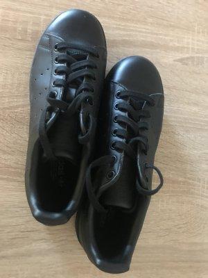 Neue Sneakers von Adidas für Damen.