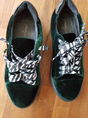 Neue Sneakers von Alisha
