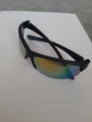 Owalne okulary przeciwsłoneczne czarny-szary