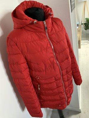 Pikowany płaszcz czerwony