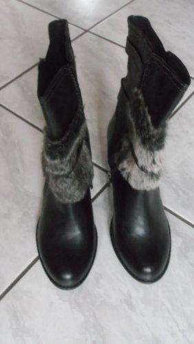 Neue Stiefel mit unechtem Fell