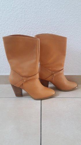 Neue Stiefel von H&M.