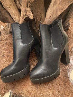 Buty z krótką cholewką na platformie czarny