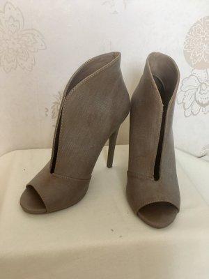 NEUE taupe Heels