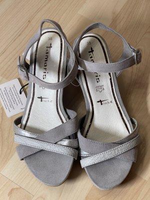 neue und ungetragene Sandalen