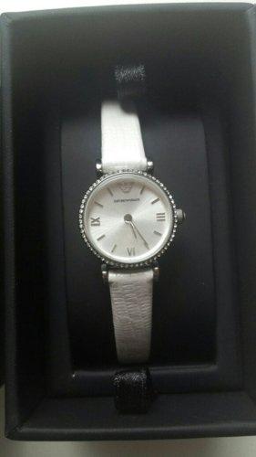 Neue ungetragene Armani Uhr mit weißem Lederarmband