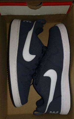 Neue ungetragene Nike dunkelblau in Gr. 40