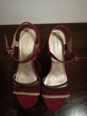 neue, ungetragene Sandaletten