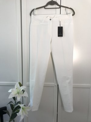 Neue weiße Hose mit Bügelfalten