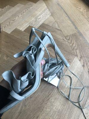 Neue Zara Sandalen aus Leder