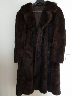 Manteau de fourrure brun foncé fourrure