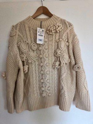 Neuer Pullover mit Häkeldetails