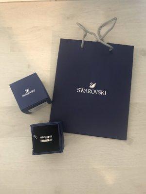 Neuer, silberner Ring von Swarovski
