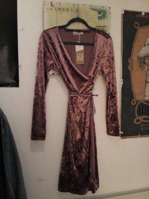 Neues altrosanes Wickelkleid aus Samt