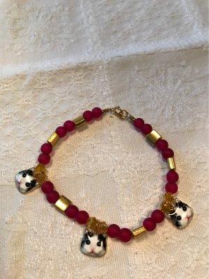 Neues Armband  mit Katzenköpfen / matte, rote  Kristallperlen
