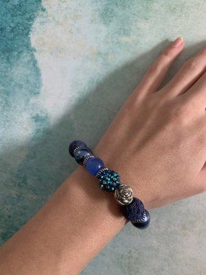 NEUES Armband mit verschiedenen blauen Steinen