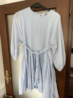Neues Baumwollkleid mit Gürtel