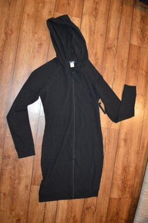 Vestido con capucha negro
