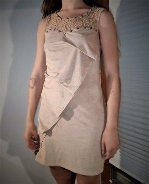 Neues Kleid 38 sandfarben