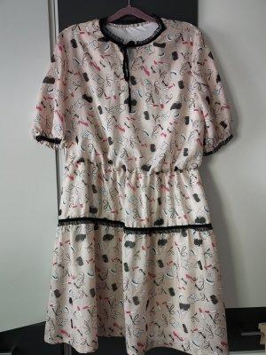 Neues Kleid in der 46 Größe, sehr Süß und raffiniert.