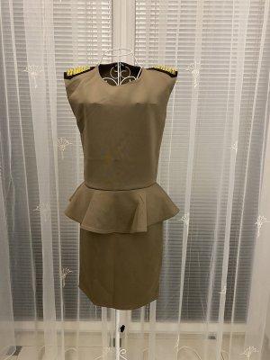 Neues Kleid mit Nieten