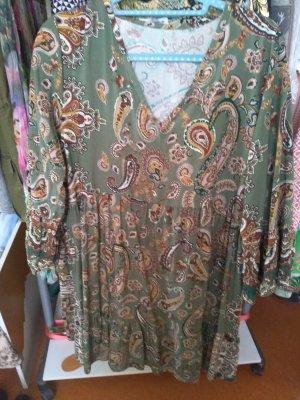 neues Kleid mit sehr schönem Muster