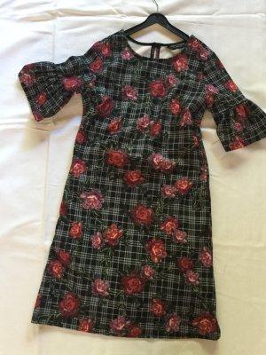 Neues Kleid  modern und aktuell