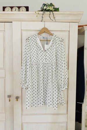Neues Plissee Kleid mit Tupfen von Zara, mit Etikett