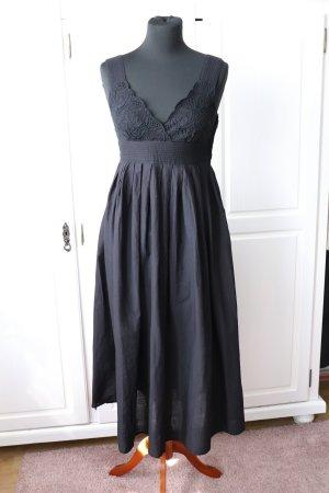 Neues schwarzes Baumwollkleid von H&M Größe 36 in schwarz mit Stickereien