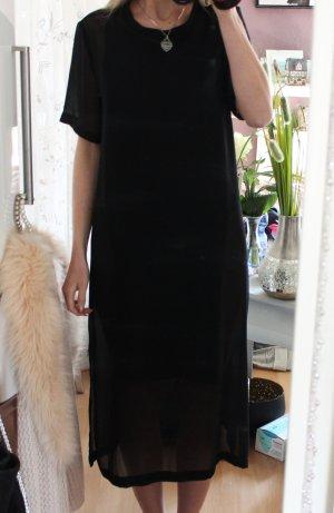 • Neues Sommerkleid mit transparenten Details