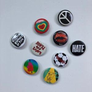 Neun verschiedene Buttons!