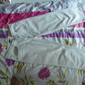 NEUwertig: 7/8 Jeans: Marke -Stooker- Größe 40 M/ L, MAKELLOS, fester figurformender BW-Stretch, reinweiss, makellos, leicht hüftiger Schnitt, 2x Gesäßtaschen; Strassnieten