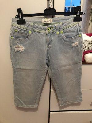 Neuwertige Dreiviertel Jeans
