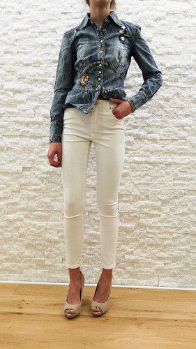 Neuwertige High-Waist Jeans in weiß von Reserved, Gr. 34