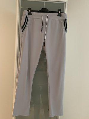 Neuwertige Hose in Grau Gr.38-40